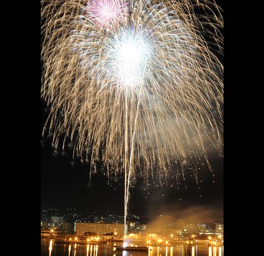 Fireworks-explode-over-Navy-Fleet-Activities-in-Japan