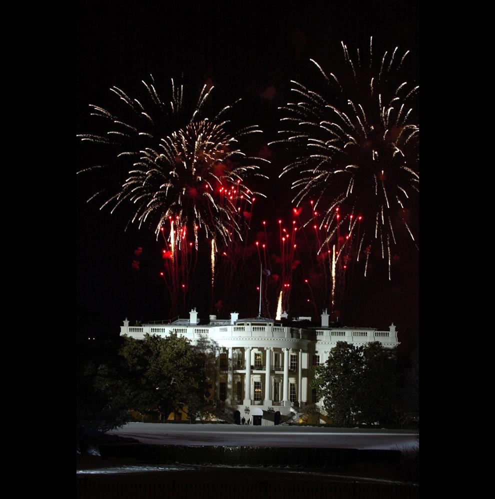 Fireworks-explode-over-the-White-House