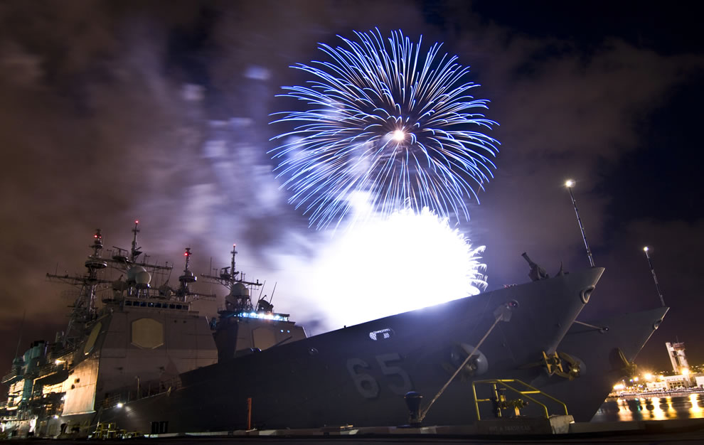 Fireworks-at-the-Joint-Base-Pearl-Harbor-Hickam-explode-over-two-Aegis-class-cruisers-USS-Chosin-and-USS-Lake-Erie